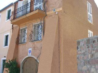 Isola di Capraia : Case in stile  di Alessandro Tosetti