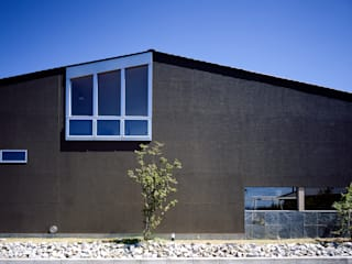 森の大屋根: TENKが手掛けた家です。,