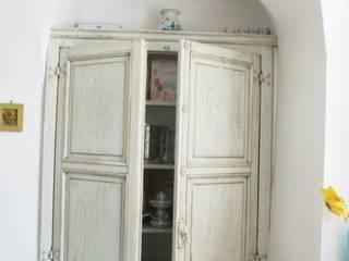 contenitori e piccoli armadi di Falegnameria Martinelli Sergio Classico