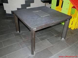 Table de salle à manger industriel carrée en acier brut & béton par CdrikDesign&Kreation Industriel