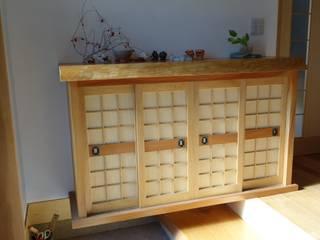欅の下駄箱1(正面): 木工房 創舎(sou-ja)が手掛けたです。