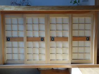 欅の下駄箱2(正面): 木工房 創舎(sou-ja)が手掛けたです。
