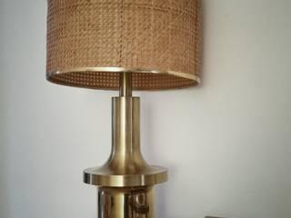 Lámpara de pie con pantalla de rejilla:  de estilo  de Martina Vintage