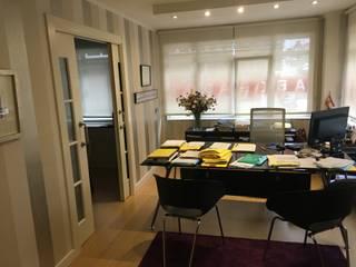 Moderne Wohnzimmer von COINA Modern