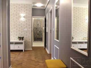Mieszkanie na Starej Ochocie Nowoczesny korytarz, przedpokój i schody od Koncepcja Wnętrz Nowoczesny