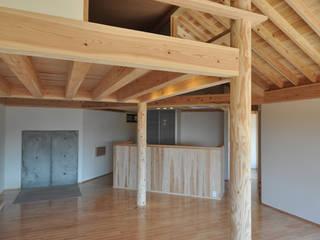 鹿児島の家: 後藤耕太建築工房が手掛けたリビングです。