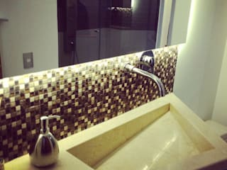 Modern bathroom by ea interiorismo Modern