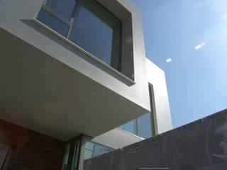 BOM: Casas de estilo  de Estudio de Arquitectura, Interiorismo, Decoración y Urbanismo. 968 73.00.53,