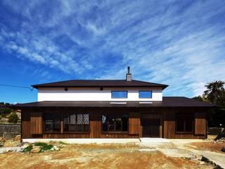 Modern Houses by 有限会社 根上建築 Modern