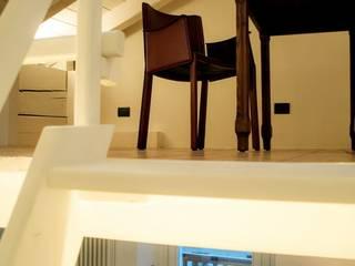 casa di Laura e Robert: Studio in stile in stile Classico di enrico girardi architetto