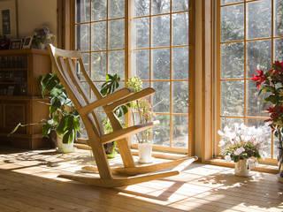 ロッキングチェアA: 木工房ばおばぶが手掛けたリビングルームです。