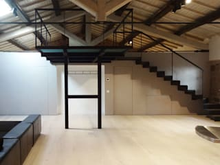 Living room by CAFElab studio, Industrial