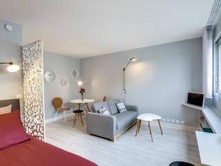 Chambre/ Salon: Salon de style de style Scandinave par Silvia Gianni