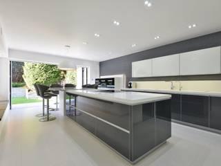 Simon's Kitchen:  Kitchen by Diane Berry Kitchens