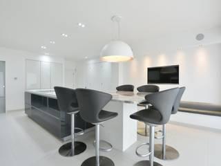 Simon's Kitchen Modern kitchen by Diane Berry Kitchens Modern