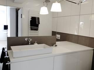Minimalist style bathroom by MINIMOO Architektura Wnętrz Minimalist