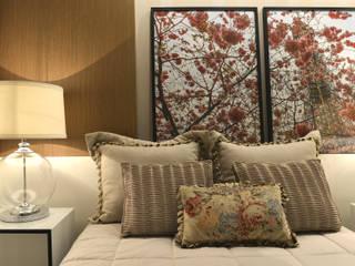 Argollo & Martins | Arquitetos Associados Camera da letto minimalista Effetto legno