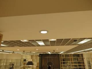 Cielos Zara Home : Oficinas y Tiendas de estilo  por Analema Construccion y Acabados