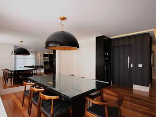APARTAMENTO AS Salas de jantar modernas por F:POLES ARQUITETOS ASSOCIADOS Moderno