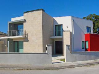 Moradia de estilo contemporâneo Casas modernas por AET XXI - Projetos de Arquitetura e Engenharia de Tondela, Lda Moderno