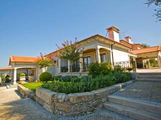 Moradia de estilo tradicional Casas clássicas por AET XXI - Projetos de Arquitetura e Engenharia de Tondela, Lda Clássico