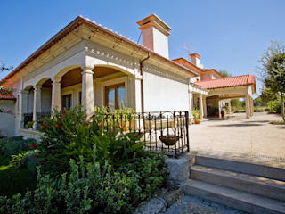 Moradia de estilo tradicional: Casas clássicas por AET XXI - Projetos de Arquitetura e Engenharia de Tondela, Lda