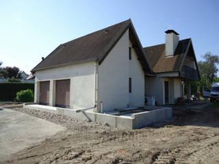 Extension et réhabilitation d'une maison individuelle:  de style  par Arquidea