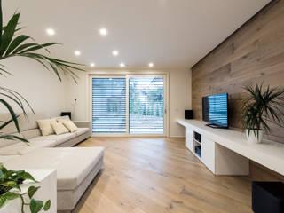Salas de estar modernas por Tommaso Giunchi Architect Moderno
