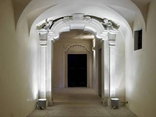 Pasillos, vestíbulos y escaleras de estilo clásico de masetto snc Clásico