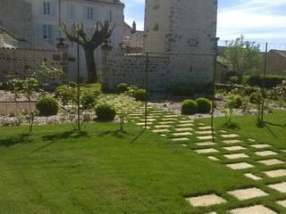 jardin de la roseraie Jardin moderne par AGENCE B JARDINS & PAYSAGES Moderne