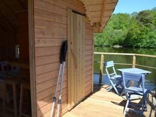 Cabane sur l'eau Jardin moderne par La Cabane en l'Air Moderne