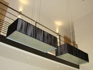 Rénovation et redécoration d'une maison des années 90 Salon moderne par inner design Moderne