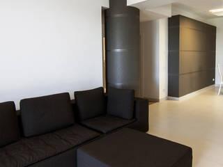 Ragusi 现代客厅設計點子、靈感 & 圖片 根據 DORIArchitetti 現代風
