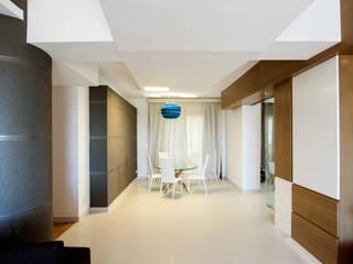 Ragusi 現代風玄關、走廊與階梯 根據 DORIArchitetti 現代風