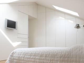 Realizzazioni FALEGNAMERIA VALSECCHI Camera da letto moderna