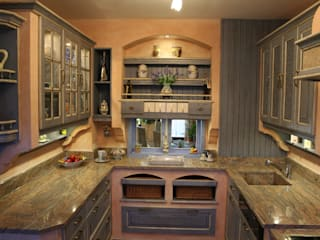 Country style kitchen by Villa Medici - Landhauskuechen aus Aschheim Country