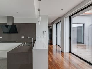 Kitchen by ARKHY PHOTO, Modern
