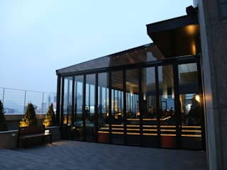 Modern style balcony, porch & terrace by 실링하우스 ( ceilinghouse) Modern
