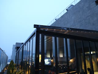 Modern balcony, veranda & terrace by 실링하우스 ( ceilinghouse) Modern