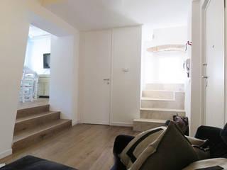 Appartamento in centro Ingresso, Corridoio & Scale in stile eclettico di Studio DeGli Architetti G. De Angelis - F. Glionna Eclettico