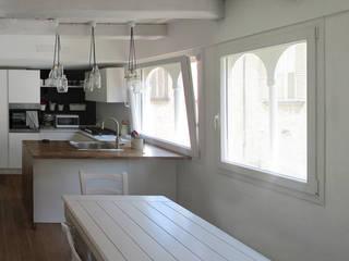 Appartamento in centro Cucina eclettica di Studio DeGli Architetti G. De Angelis - F. Glionna Eclettico