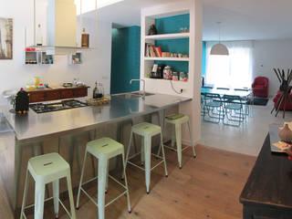 """""""intorno al muro"""" Cucina eclettica di Studio DeGli Architetti G. De Angelis - F. Glionna Eclettico"""