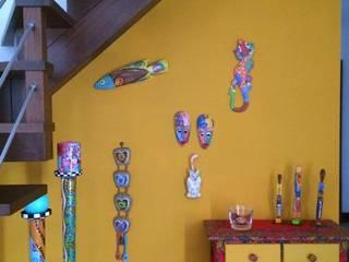 Pasillos, vestíbulos y escaleras de estilo rural de Unlocked by Dulce Alves Rural