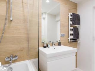 TIKA DESIGN Modern style bathrooms