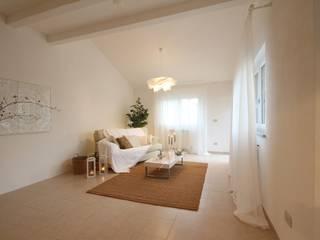 Realizzazioni Moderne Wohnzimmer von homeSbattistella Modern