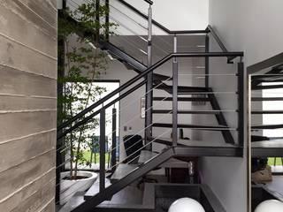 VALLE IMPERIAL Pasillos, vestíbulos y escaleras modernos de Arki3d Moderno