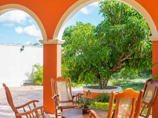 PORTO Arquitectura + Diseño de Interiores Colonial style balcony, veranda & terrace