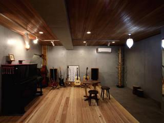 Asian style media room by 森林・環境建築研究所 Asian