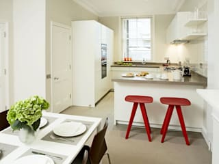 Small U Shaped Kitchen Elan Kitchens Cozinhas modernas Branco