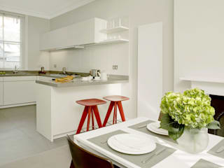 Small U Shaped Kitchen Elan Kitchens Cocinas de estilo moderno Blanco